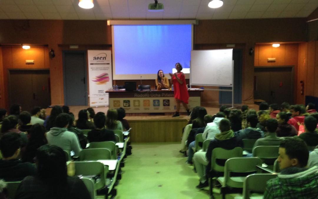 Alejandra Sánchez de Bével Consultores da una charla para alumnos en Ferrol